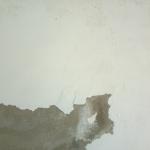 doorslaand vocht op een muur
